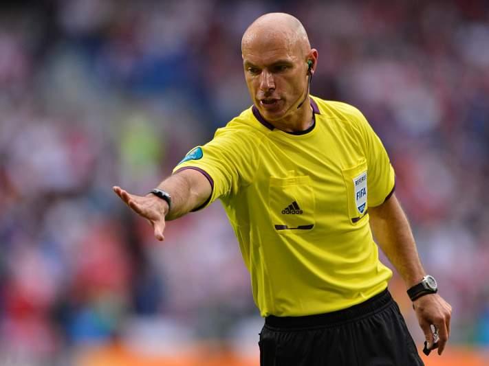 Howard Webb apita o FC Porto - Atlético Madrid