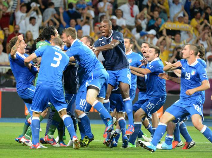 Itália sorri e Inglaterra volta a chorar nos penáltis