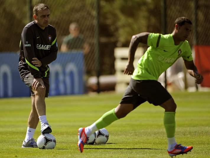 Miguel Lopes e Quaresma desentendem-se durante o treino