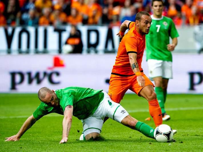 Holanda nada amigável goleia Irlanda do Norte por 6-0