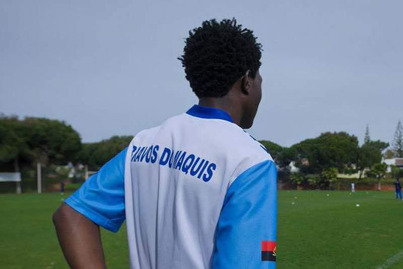 Santos surpreende Bravos do Maquis
