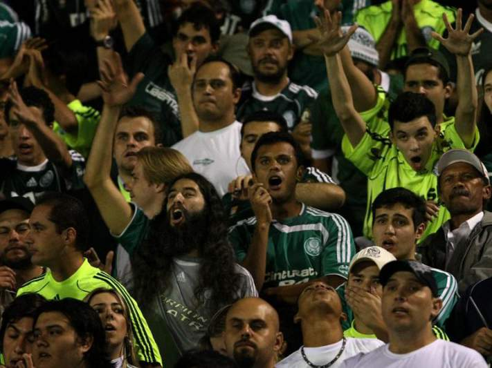 Valdivia assaltado e deixado junto ao campo de treinos do Palmeiras