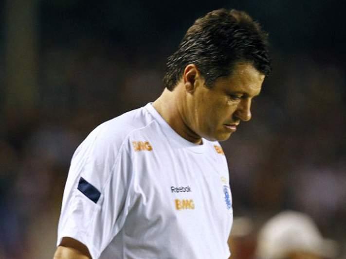 São Paulo despede treinador