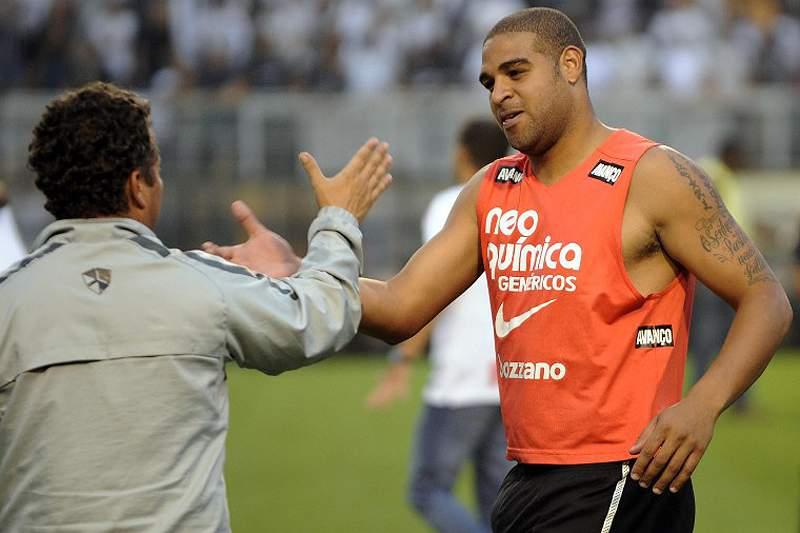 Adriano só voltará em 2013