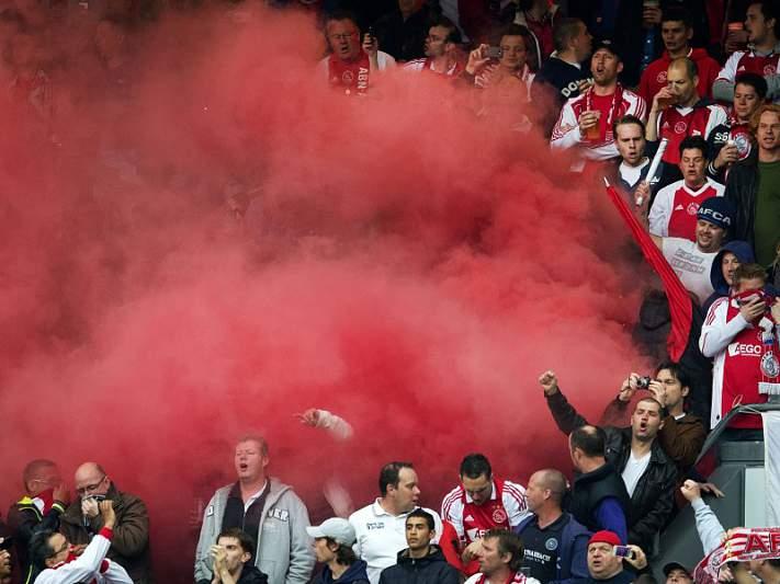 UEFA abre processo ao Ajax por distúrbios provocados por adeptos