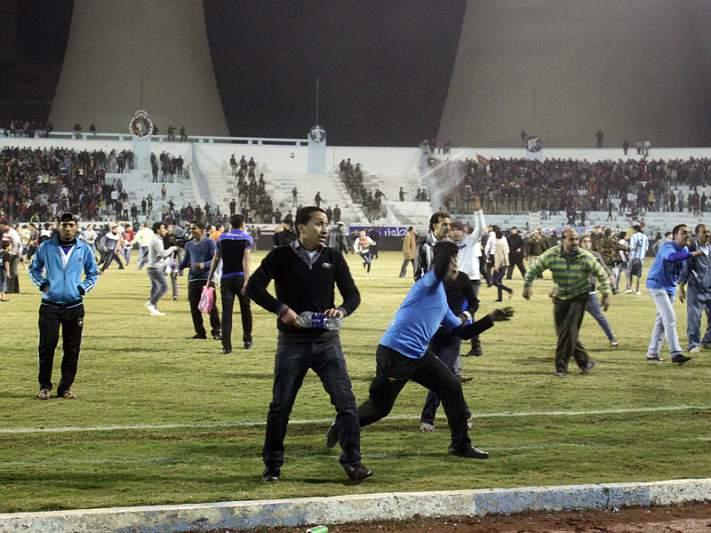 Pelo menos 73 mortos na sequência de confrontos entre adeptos
