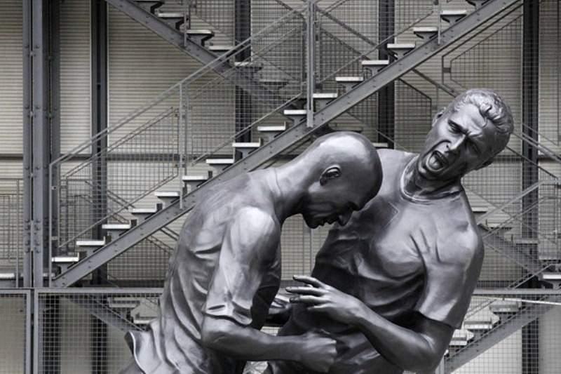 Estátua da cabeçada de Zidane retirada de Doha