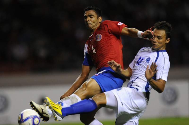 Adeptos da Costa Rica viram costas à bandeira do
