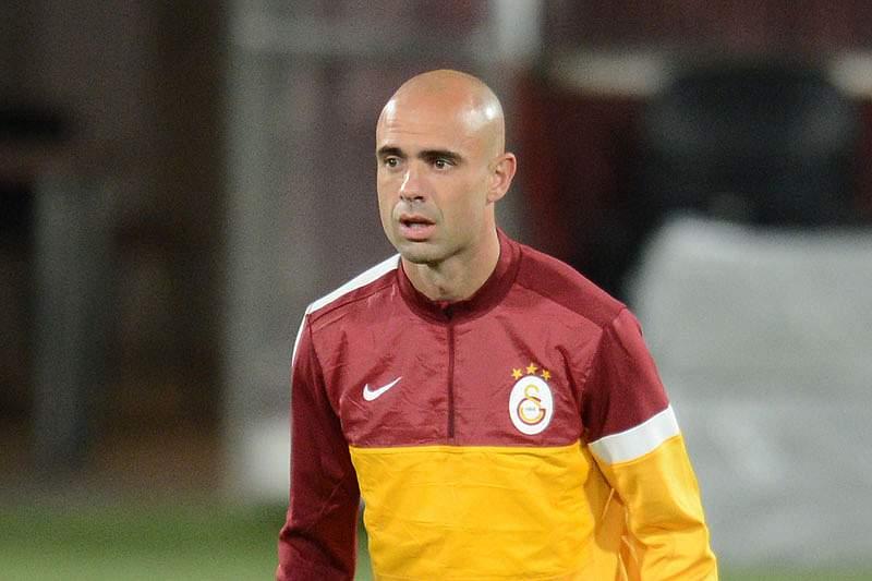 Galatasaray rescinde contrato com Cris