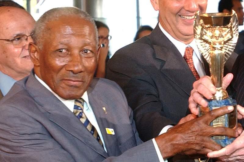 Morreu brasileiro Djalma Santos, campeão do Mundo em 1958 e 1962