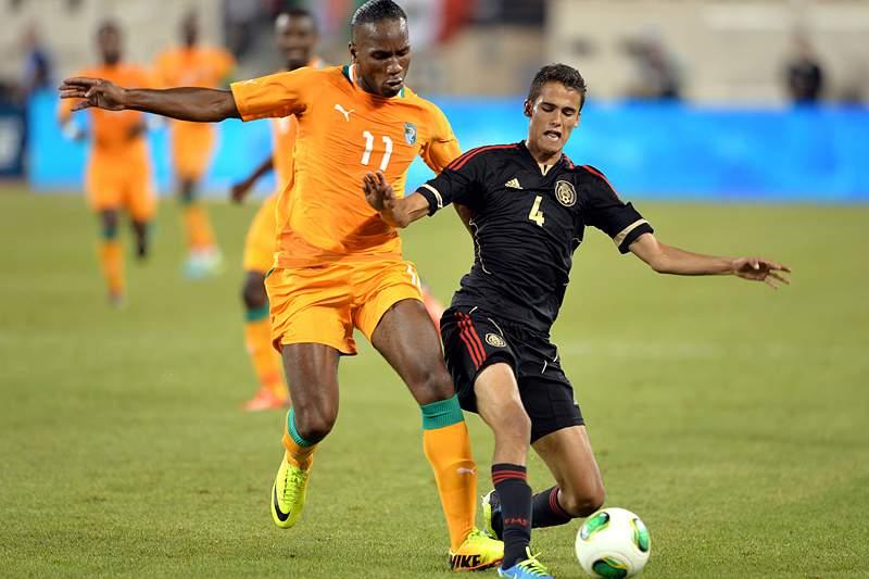 México goleia Costa do Marfim com o Diego Reyes a titular
