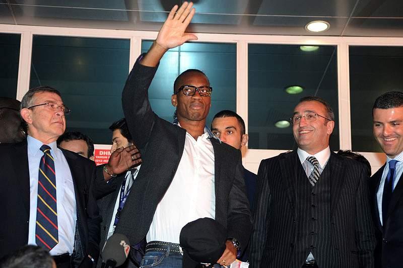 Drogba recebido em euforia na Turquia