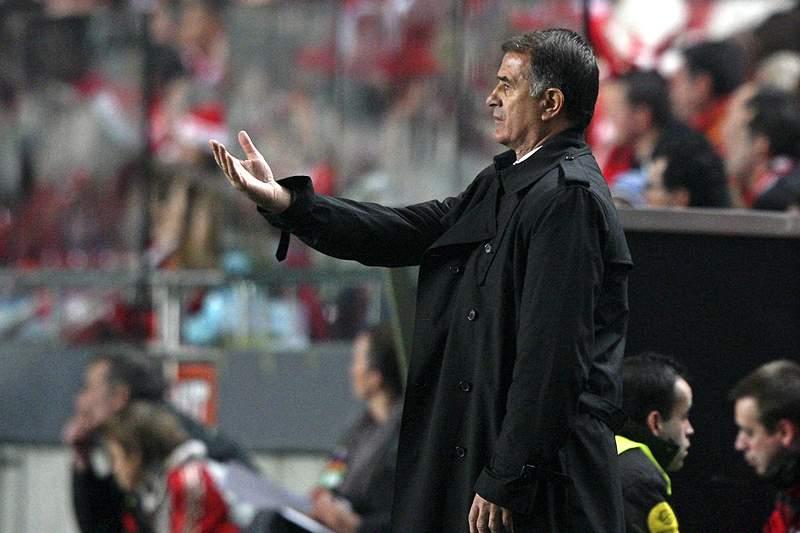 Dusan Bajevic deixa comando técnico