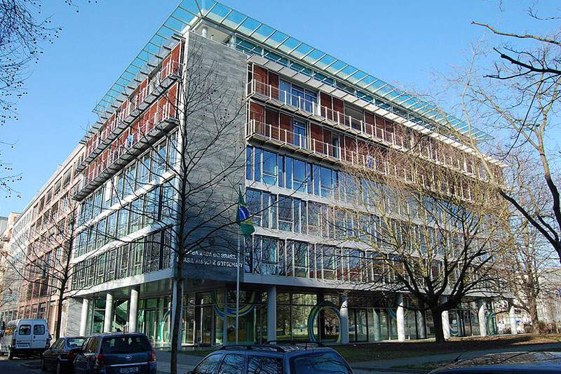 Embaixada do Brasil em Berlim foi apedrejada