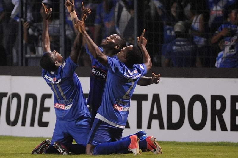 Jogadores do Emelec intoxicados na véspera de um jogo no Uruguai