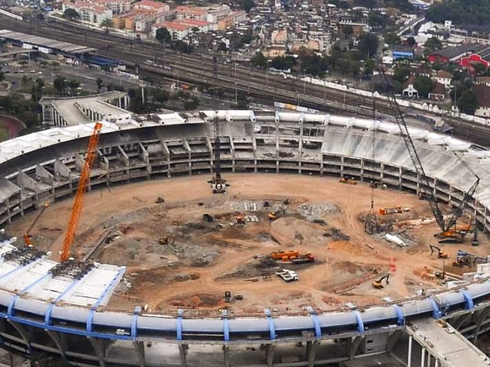 Metade dos 12 estádios tem menos de 50 por cento das obras feitas
