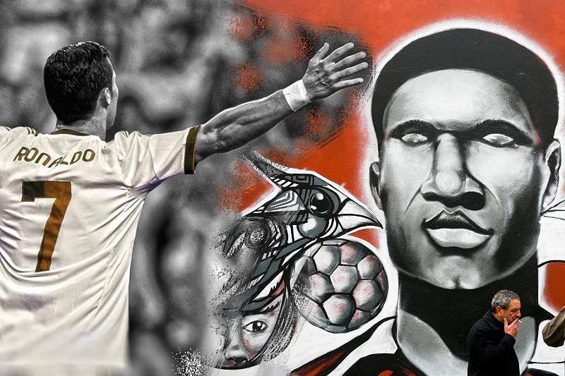 Fotobiografia de Eusébio vai ser colocada à venda