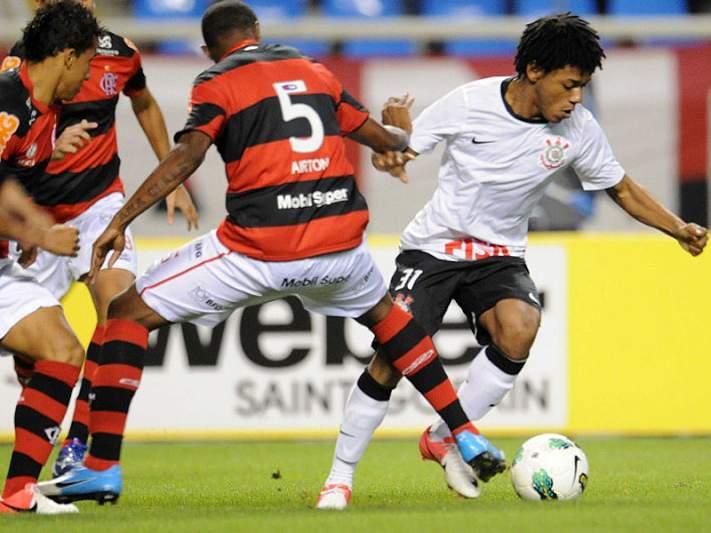 Incêndio atinge sede do Clube do Flamengo no Rio de Janeiro