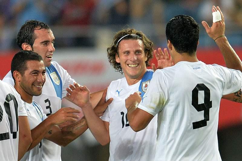 Fórlan marca dois na vitória do Uruguai
