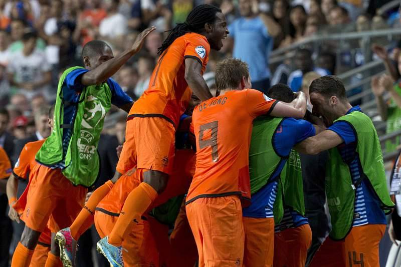 Holanda e Espanha vitoriosas no Grupo B