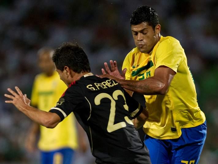 Brasil vence México com golos de Ronaldinho e Marcelo