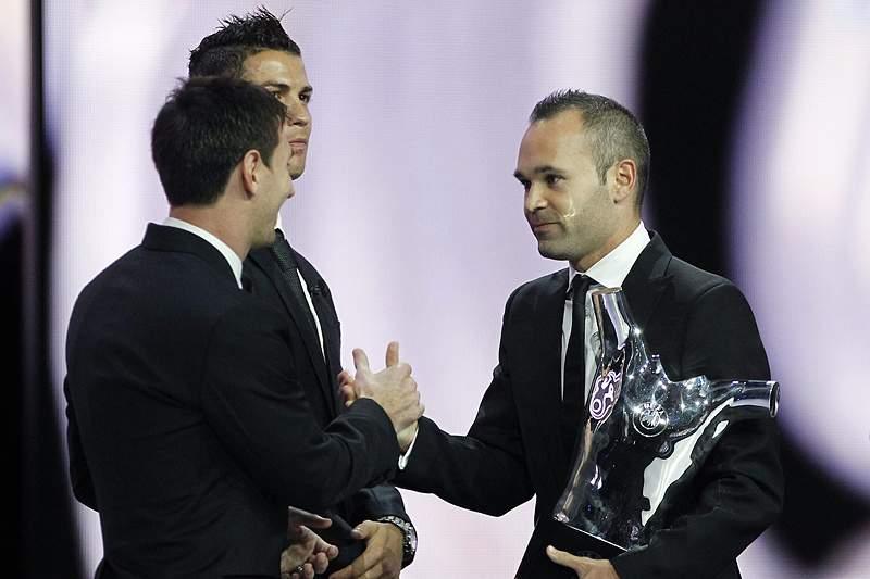 Iniesta consagrado pela UEFA aos 28 anos