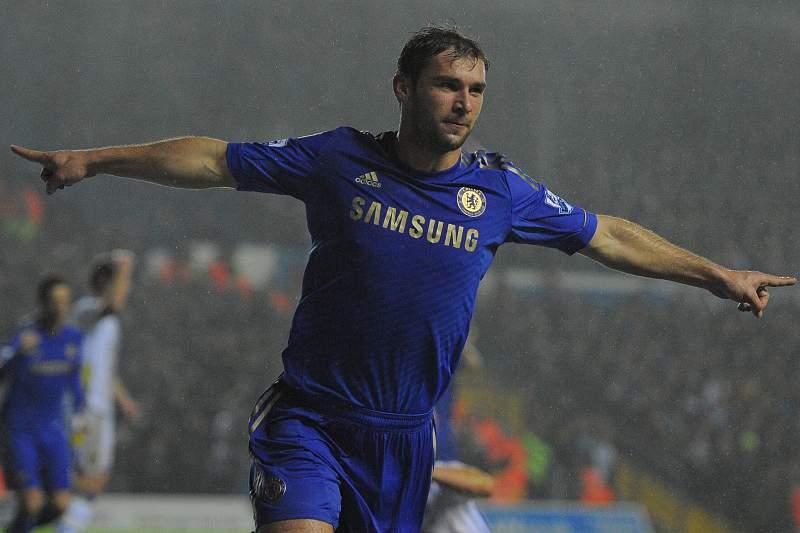 Chelsea sobe ao terceiro lugar