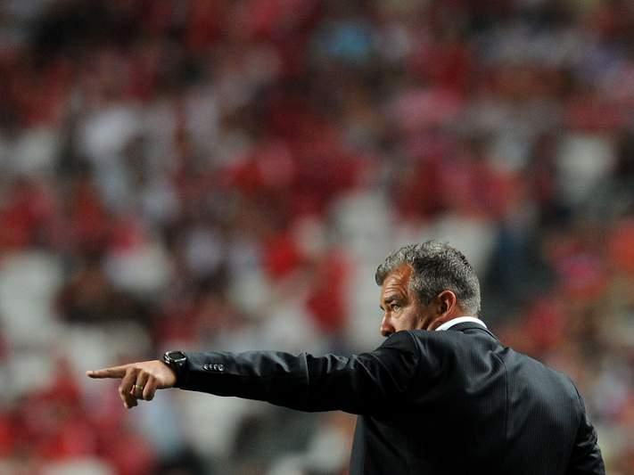 Cluj mantém perseguição ao líder