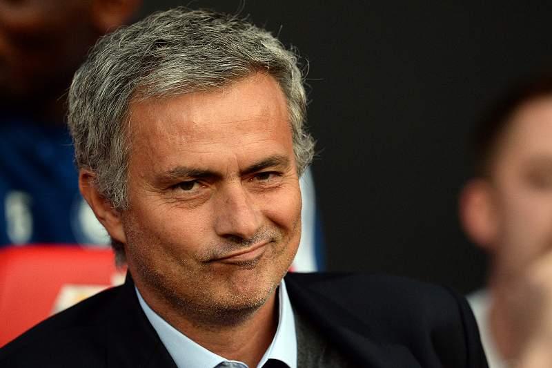 Chelsea quer reforçar-se com Mangala e Imbula