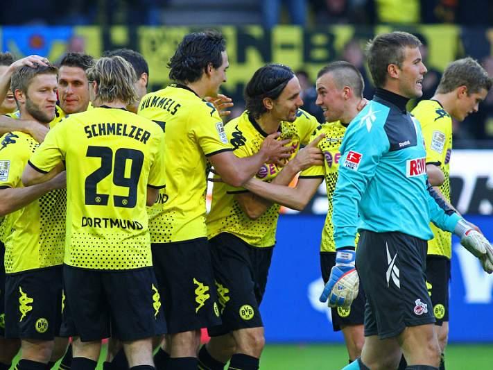 Dortmund bate Friburgo e mantém líder Bayern à vista