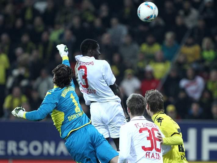 Dortmund cede pontos em Augsburg