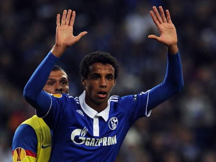 Schalke goleia e reforça candidatura à