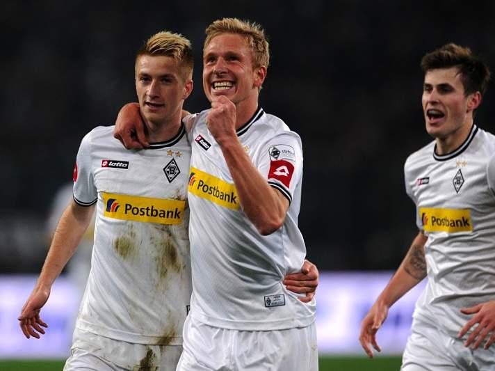 Borussia Moenchengladbach vence e mantém perseguição ao trio da frente