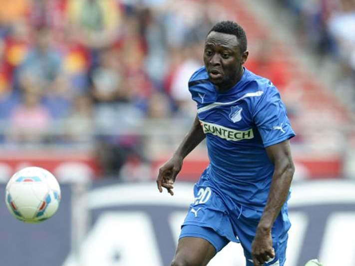 Obasi emprestado ao Schalke 04