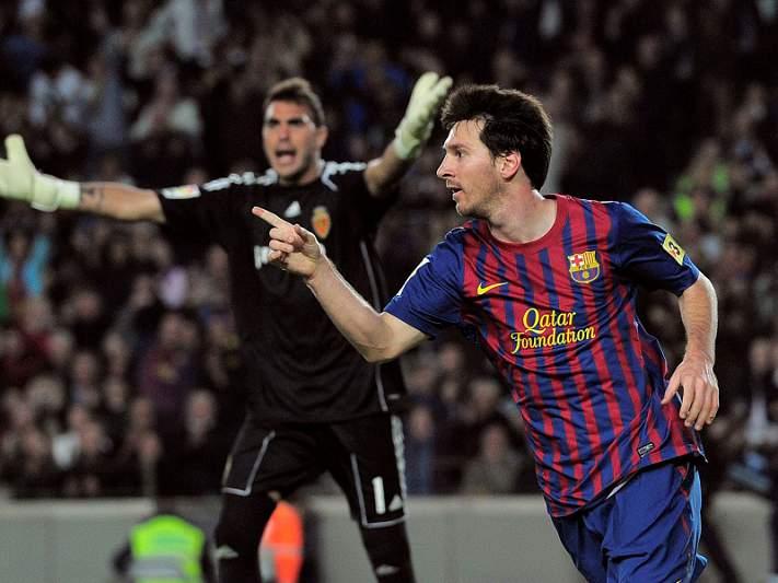 Barcelona vence Saragoça de Postiga e Micael