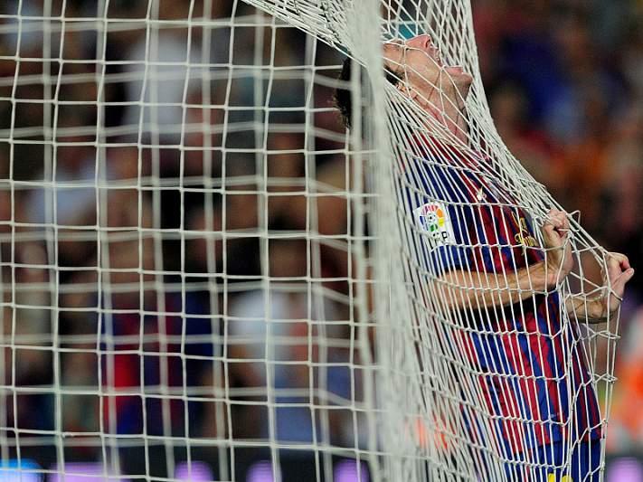 Mãe de Messi afasta 'oportunista' com uma frigideira