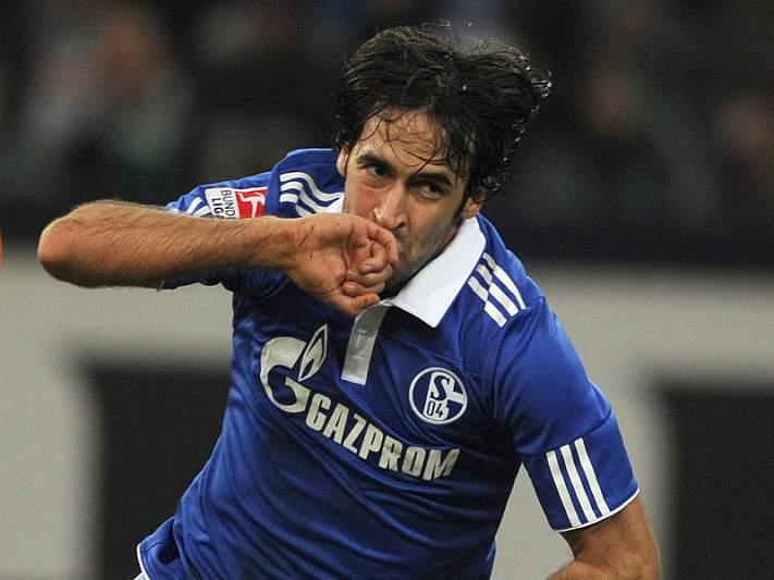 Schalke 04 e Al-Saad homenageiam Raul em jogo