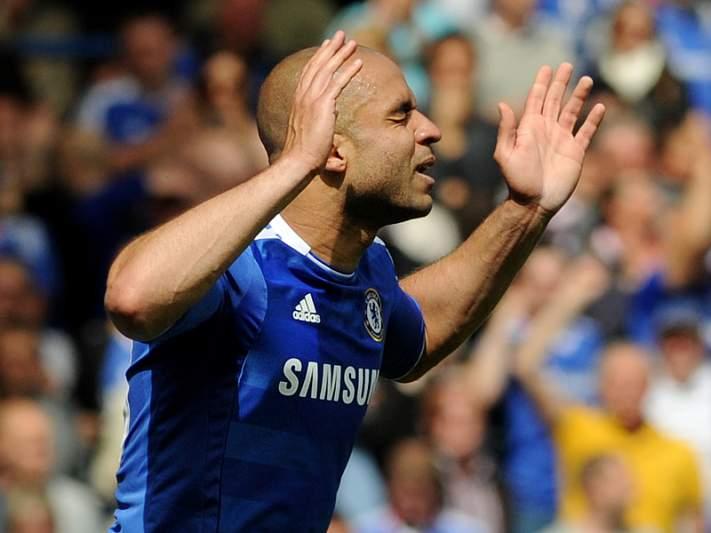 PSG anuncia a contratação do brasileiro Alex ao Chelsea