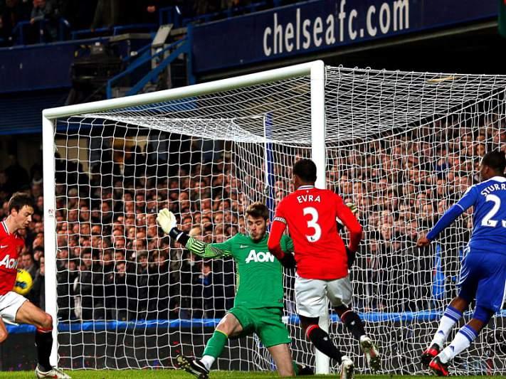Chelsea empata com United e decide eliminatória em casa