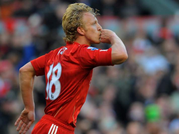 Kuyt salta do banco para eliminar o United