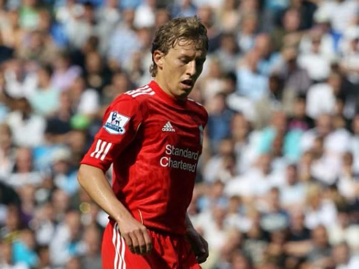 Lucas Leiva desfalca Liverpool até ao final da época