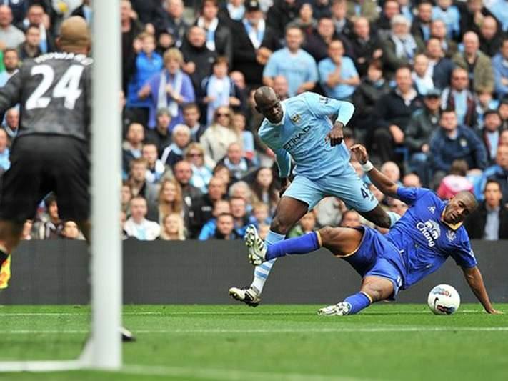 Manchester City provisoriamente na liderança