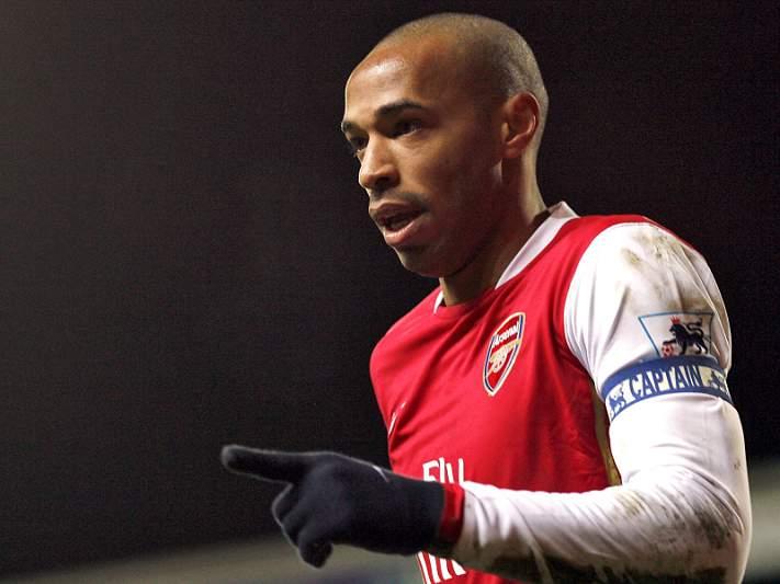 Arsenal ergue estátua a Thierry Henry