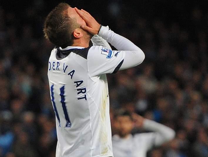 Van der Vaart é baixa no Tottenham