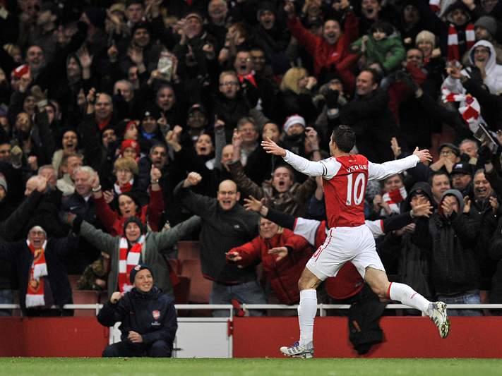 Van Persie decisivo na vitória do Arsenal
