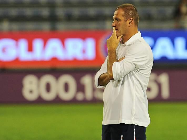 Bolonha despede treinador