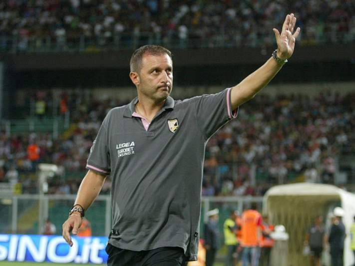 Palermo despede treinador Devis Mangia