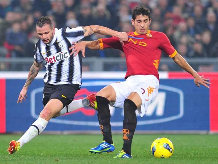Juventus empata em Roma e cola-se à liderança