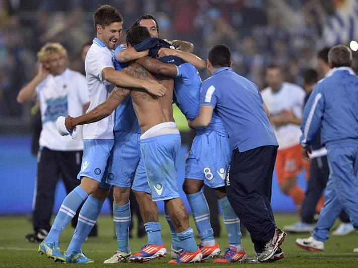 Nápoles vence Juventus na final