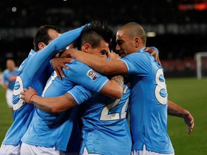Nápoles goleia Cagliari por 6-3 e deixa aviso ao Chelsea